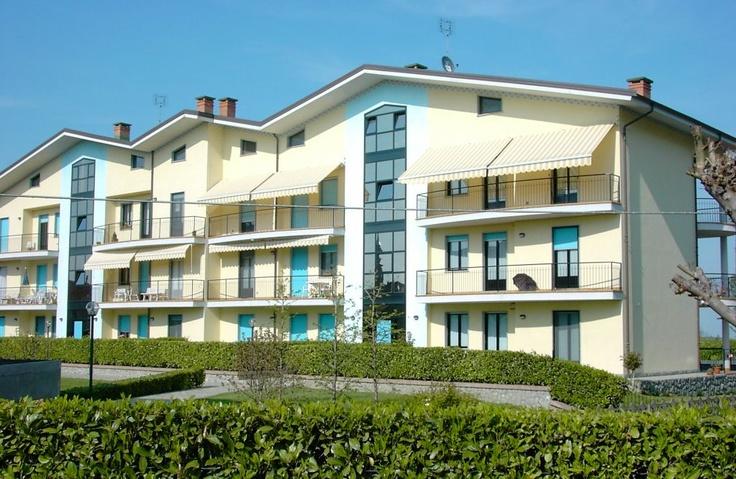Copertine pentru terase, balcon, piscine, restaurante, hoteluri, copertine retractabile la un pret excelent. Copertine ideale pentru balcon.