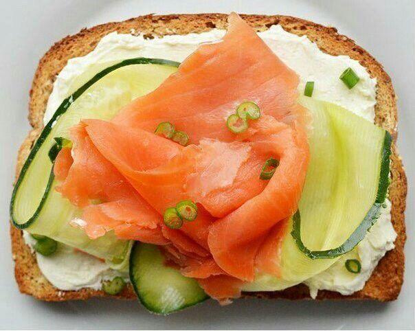 Основа-цельнозерновой хлеб Лосось+огурец+сыр творожный