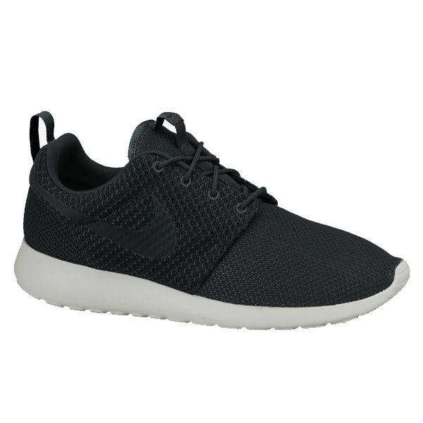 Sepatu Casual Nike Rosherun 511881-095 memiliki bantalan yang ringan dan phylon pada bagian midsole menjadikan kalian selalu nyaman menggunakan sepatu ini sepanjang hari. Harga sepatu ini Rp 799.000.