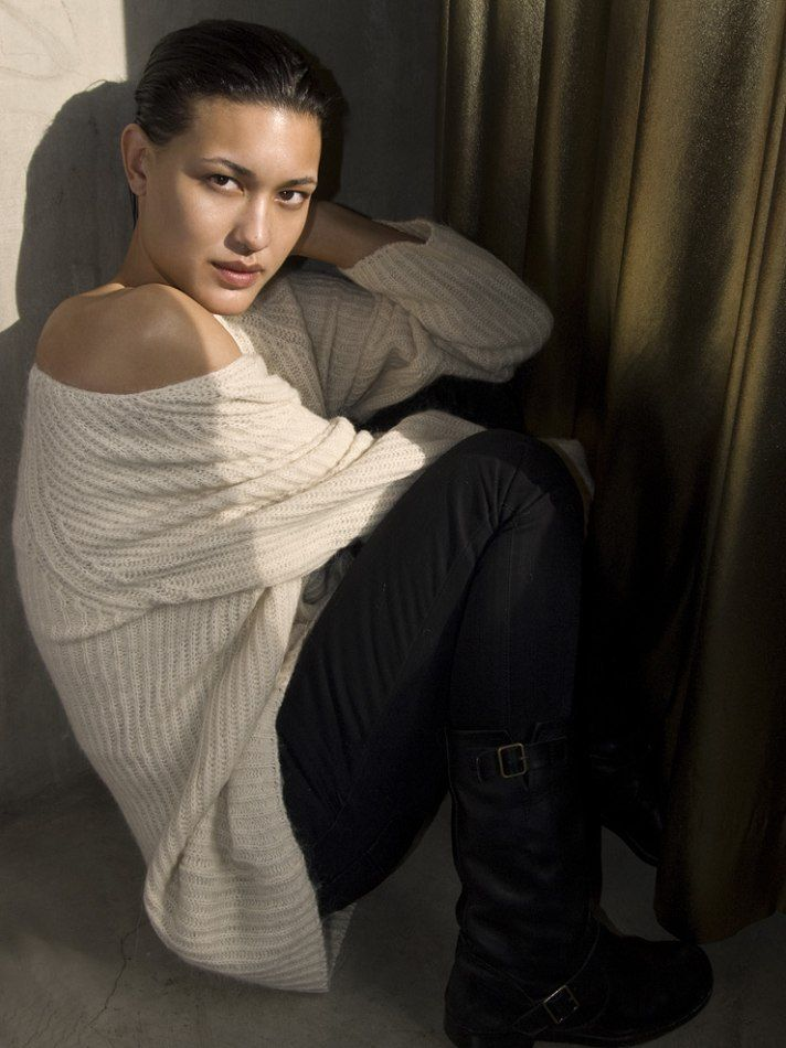 Julia-Jones-sexy-hot-Longmire-Gabriella-Langton-Morning-Star-Twilight-Leah-Clearwater-julia-jones