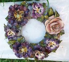 Couronne de fleurs mortuaire ancienne en faïence