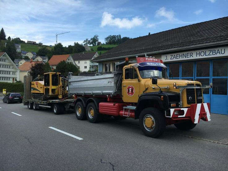 Saurer heavy hauling transprt with flatbed trailer hitched - Pneu 3 50 8 ...