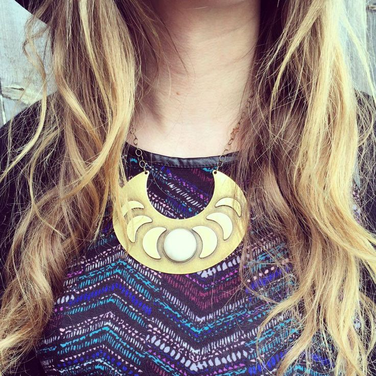 Collar moon phases necklace