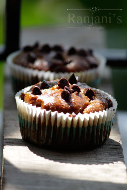 Eggless Mango muffins recipe – moist and fluffy cupcakes made with freshly pureed mangoes and whole wheat flour baked at 180 degrees for just 20 minutes