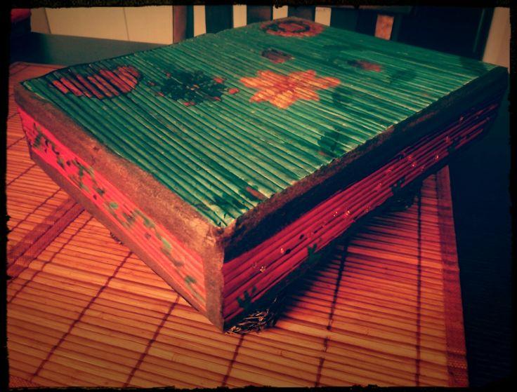 Mesilla de cartón y periódico