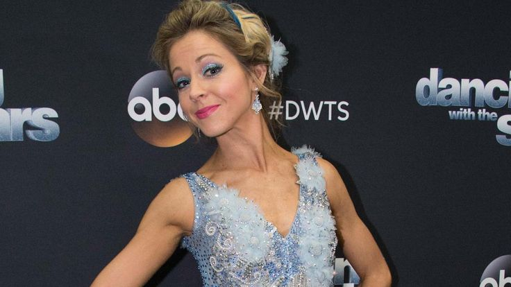 'DWTS': Lindsey Stirling Brought to Tears by Painful Rib Injury, Powers Through for Epic 'Halloween'