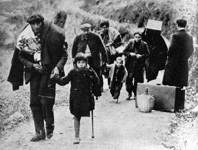 La retirada...en enero de 1939 Franco entra en Barcelona. Cientos de miles de españoles se ven obligados a huir a Francia.