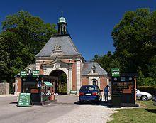 Knuthenborg - er en gammel hovedgård, som ligger på Lolland lige nord for Maribo. Gården blev tidligere kaldt Aarsmarke og nævnes første gang i 1372. Grevskabet Knuthenborg blev oprettet 2. marts 1714 og varede til 1919. Hovedbygningen er opført mellem 1865 og 1866 ved H.S. Sibbern og udvidet i 1885. Bygningerne er beliggende i Nordeuropas største parkanlæg i engelsk stil og huser i dag Knuthenborg Safaripark, der er en af de mest besøgte turistatt.