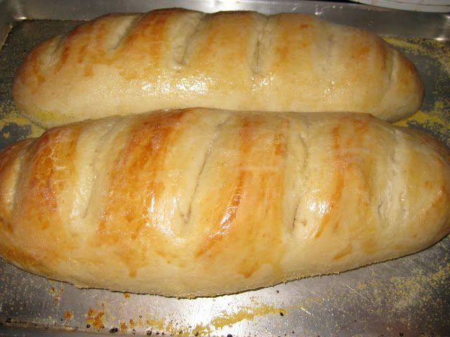No fail french bread. You can even use this dough recipe for TONS of other things like pizza, sandwiches, etc! #bread #recipe #frenchbread