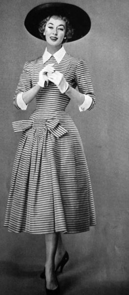 1950s dress : 1956 La Femme Chic. Very stylish with a pretty bow and alluring hip-spring.