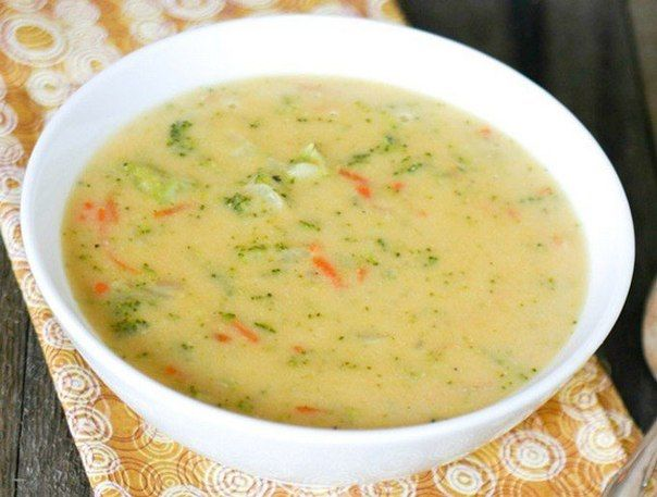 Сырный суп с рисом<br><br>Ингредиенты:<br><br>Куриное филе — 500 г<br>Плавленый сыр — 400 г<br>Рис — 150 г<br>Картофель — 400 г<br>Морковь — 150 г<br>Лук — 150 г<br>Соль, перец — по вкусу<br>Зелень — по вкусу<br><br>Приготовление:<br><br>1. Куриное филе залить 3 литрами воды, посолить, поперчить..