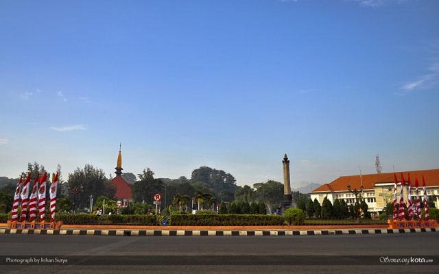 #Pinterest lagi : Wallpaper Tugu Muda Semarang