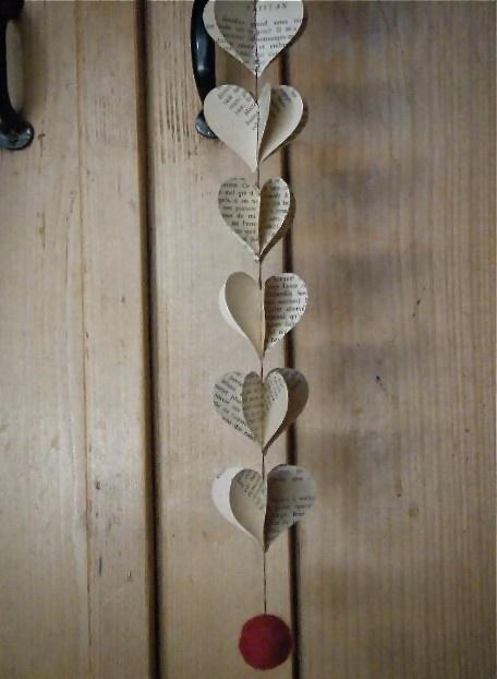 Heart Strings Vintage  French 3D Paper Mobile par MaisyandAlice, $15,00