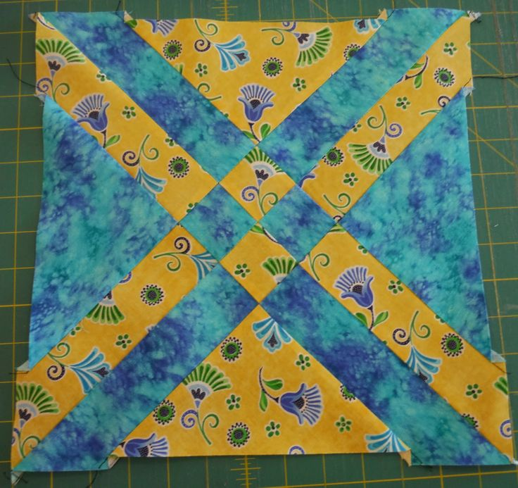 My Sister's Quilts: Two Color Quilts. This is such a cool looking quilt and only uses two colors! I've gotta try this.