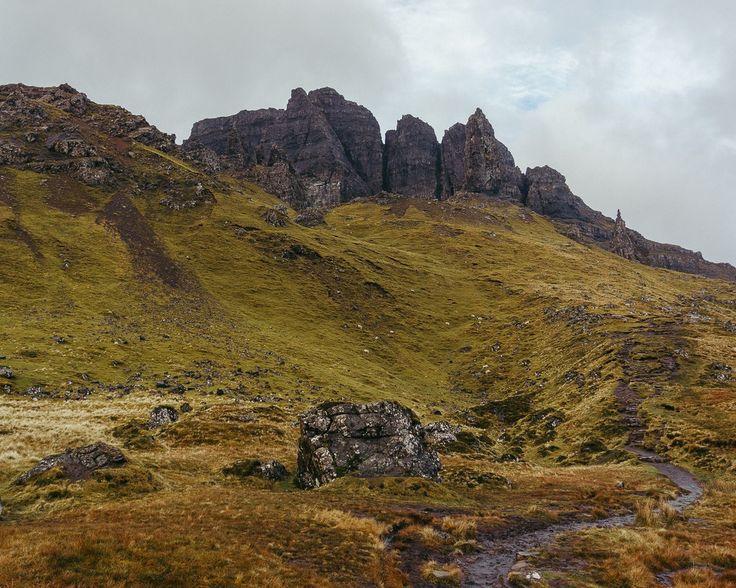 Petits moutons grosse pluie et jolis rochers... C'est Old Man Of Storr le grand incontournable de l'île de Skye.
