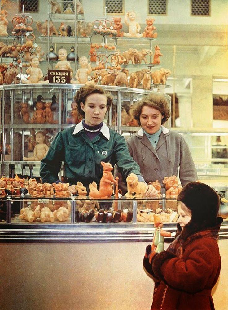 Каким был главный детский магазин СССР — подборка фотографий «Детского Мира» на Лубянке.