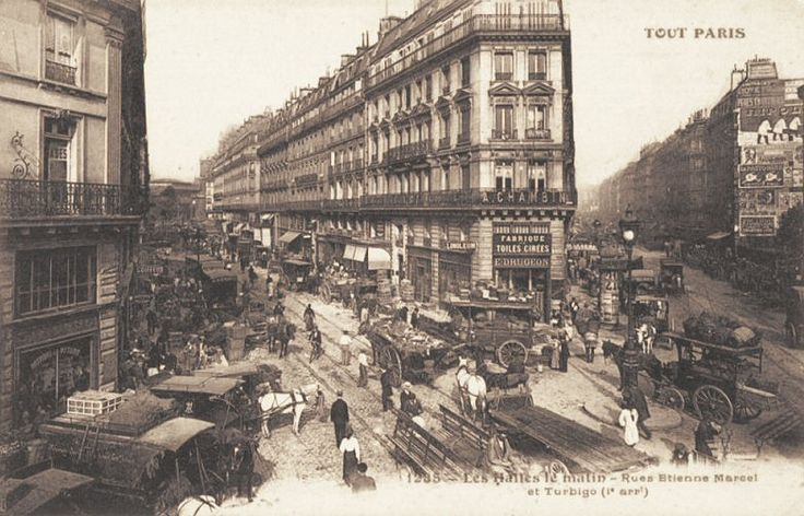 Paris, Les Halles le matin, rues Etienne-Marcel et Turbigo... (ancienne carte postale, vers 1900).