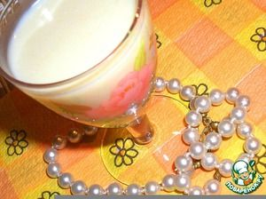 Бархатный банановый ликер Спирт(или водка 300 мл) — 150 мл Банан(крупные) — 2-3 шт Молоко сгущенное— 1 бан. Яйцо куриное— 2 шт Молоко— 150 мл