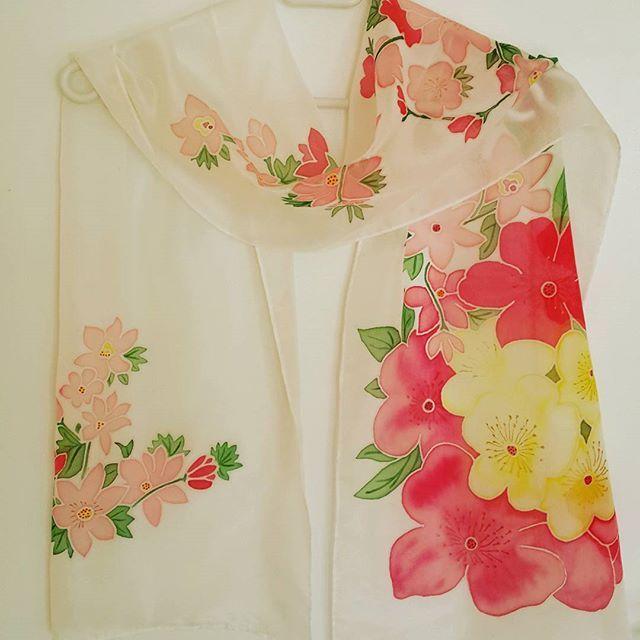"""Шарф """"Цветы"""" холодный батик эксельсиор #batik #silkscarf  #silkpainting  #handwork #handmade #handicraft #gift #malowanyjedwab #prezent #handpaintedsilk"""