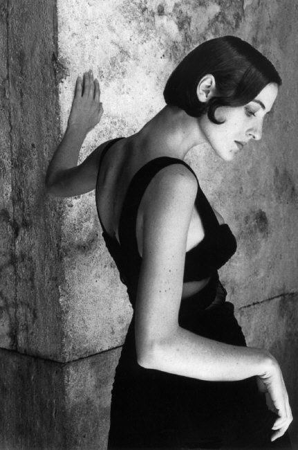 Ferdinando Scianna - Magnum Photos. Love the pose. Very classic, elegant.