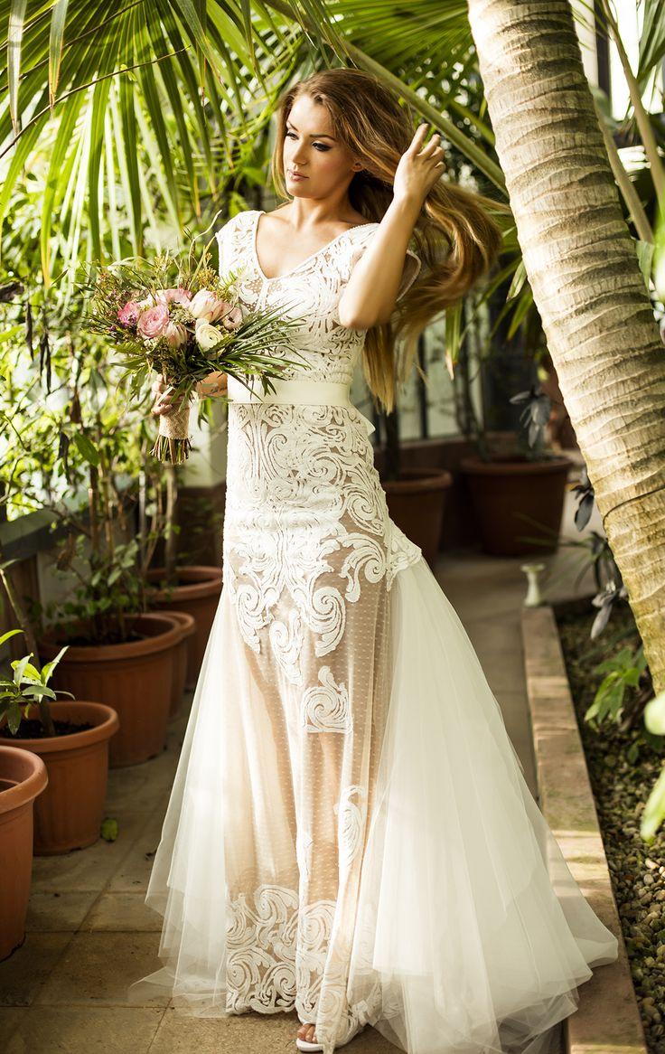 Wedding photography vivien borzi vivienborzi green romantic fashion magyar eskuvo lauravirag jungle bridal  dress diamond boquets hungary rings hairstyles ideas bridesmaid photo