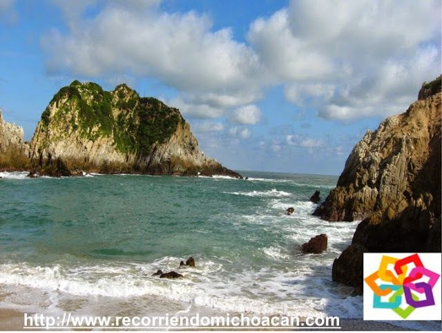 """Michoacán te informa que si vas a la playa Maruata encontraras una laguna y los arroyos Escobillero y Chipana,  desembocando en el rio Motín del Oro, puedes pasear y nadar  en estas """"albercas"""" naturales y disfrutar de estar en el mar, es una experiencia maravillosa disfrutar de las aguas limpias y templadas que te ofrece este lugar. BEST WESTERN DON VASCO PATZCUARO http://www.bwposadadonvasco.com.mx/"""