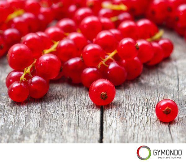Reiner Johannisbeersaft und Tee aus den Blättern gilt bei rheumatischen Schmerzen, Gicht und Gelenkentzündungen als hilfreich, denn die Beeren enthalten gefäßschützende und antibakteriell wirkende Substanzen. Rote und weiße Johannisbeeren sind durch ihren Gehalt an Gerbstoffen gut gegen Zahnfleischentzündungen und regulieren durch ihren hohen Gehalt an Ballaststoffen den Appetit. 100g ca. 56kcal