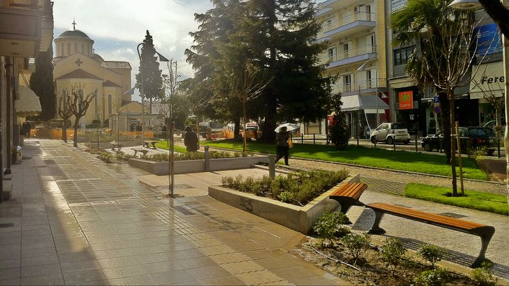 The center of Kalamaria is one of most commercially active outside the one of Thessaloniki. (Walking Thessaloniki, Route 18 - Kalamaria)