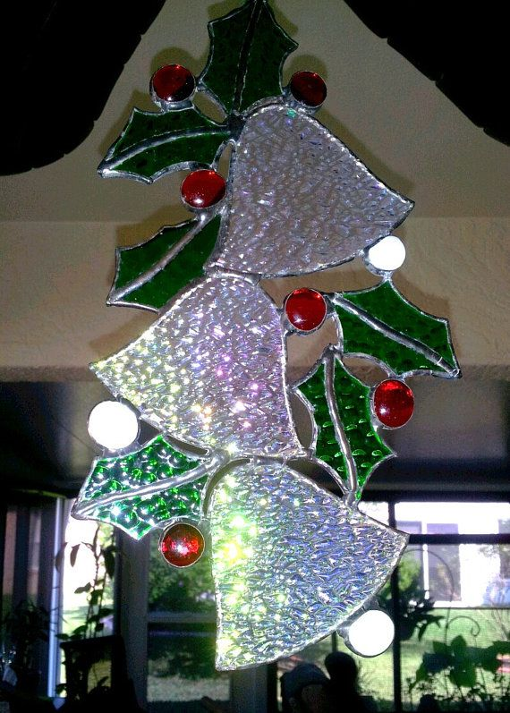 Stained glass bells with holly christmas decorations - Adornos de navidad hechos a mano ...