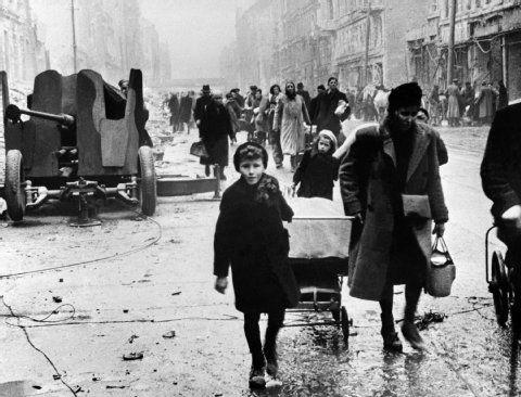 524 best images about berlin 1945 on pinterest. Black Bedroom Furniture Sets. Home Design Ideas