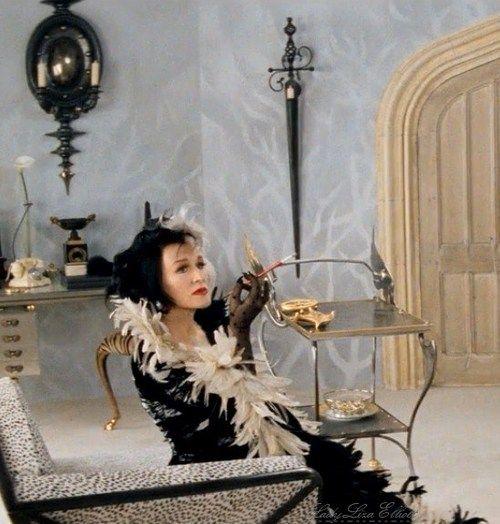 101 dalmatians cruella devillehalloween costume ideasclose - Cruella Deville Halloween Costume Ideas
