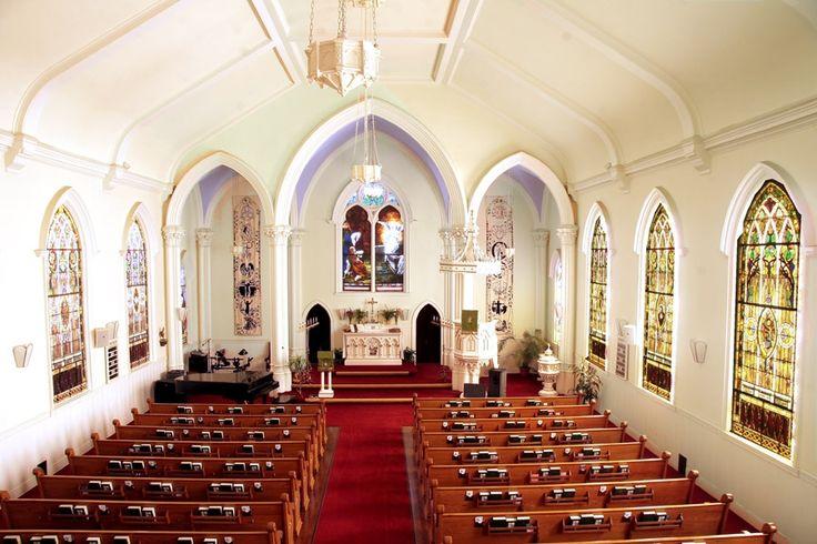 St. Matthew's inside full view - St.-Matthäus-Kirche (San Francisco) Die St.-Matthäus-Kirche (St. Matthew's Lutheran Church) ist eine evangelisch-lutherische Kirche in San Francisco. Sie ist die letzte lutherische Kirche in Nordkalifornien, die sonntags Gottesdienste in deutscher Sprache feiert.