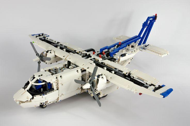 https://flic.kr/p/hXFey2   LEGO Technic 42025 Cargo Plane