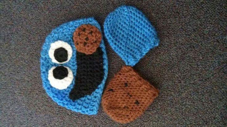 Crochet cookie monster hat and mitten set