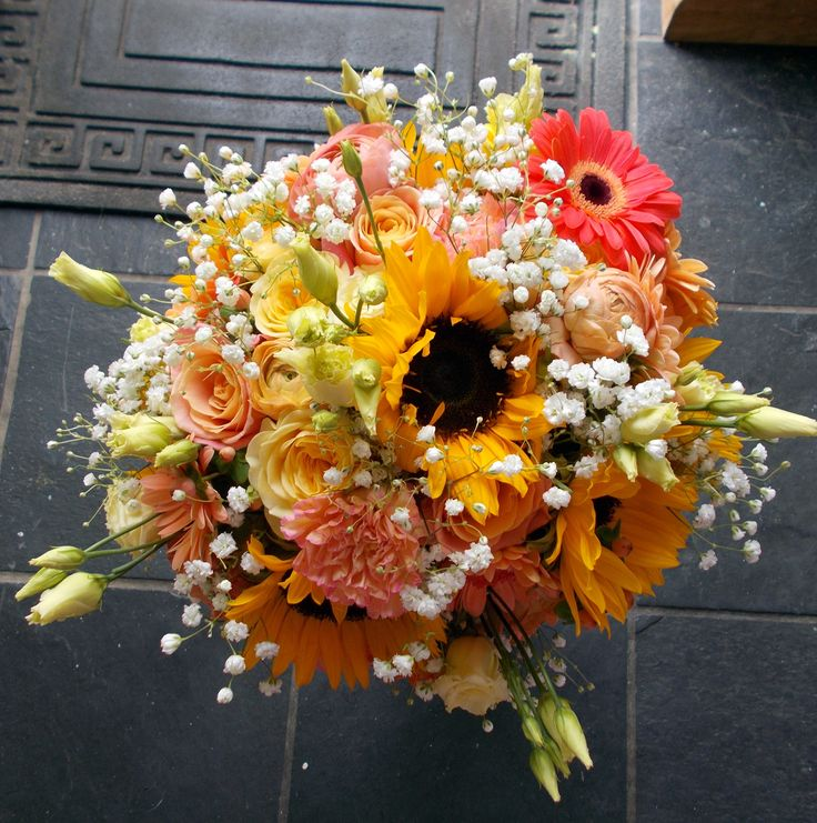 Bouquet of roses, gerberas and sunflowers in tones of coral and yellow