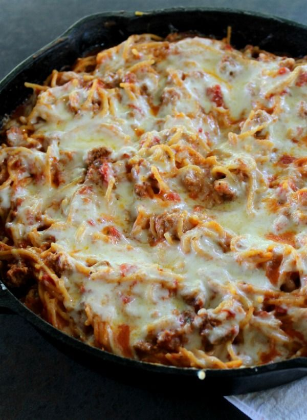 Skillet Baked Spaghetti is a delicious one-pot meal, prepared in less than 30 minutes with all the authentic ingredients of your favorite Italian dish.