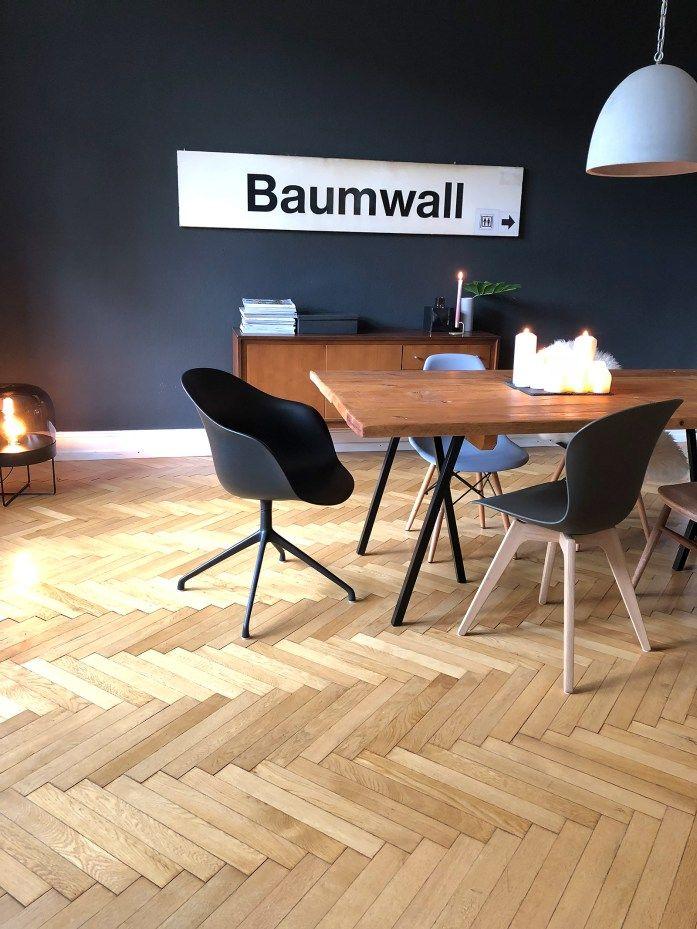 Esszimmer mit schwarzer Wand, BetonlampeVintage Style Schwarz weiß - aktuelle trends esszimmer mobel modern