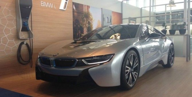 This BMW Dealer Is Selling A Fake, Non-Working i8 For $20k