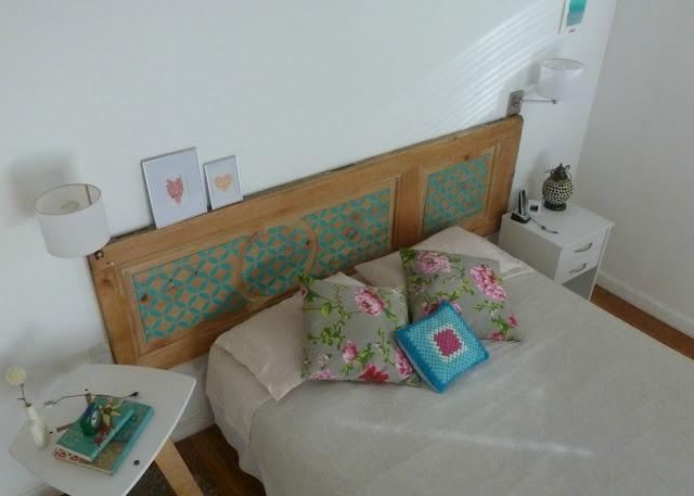 Respaldo de cama hecho con una puerta reciclada mi for Como hacer una puerta reciclada