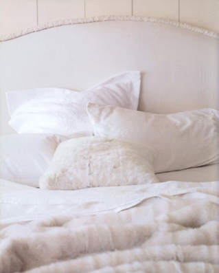 fur: Bedtime Stories, Fur Blankets, Faux Fur, Winter Beds, All White, White Beds, White Bedrooms, White Interiors, Bedrooms Ideas