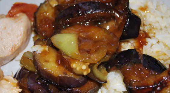 Очень мне нравятся баклажаны в китайских ресторанах. Давно хотела приготовить. Они получаются мягкими и сочными. Не знаю, так ли делают китайские повара, но я делала так.