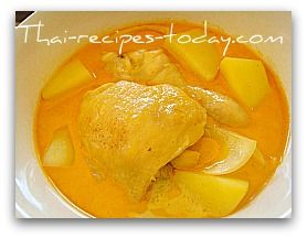 Thai Yellow Curry -- Kaeng Kari Gai    I need to try this! I have been craving Yellow Chicken Curry since leaving Vietnam!