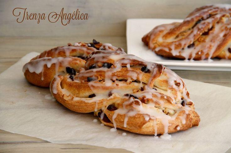 La trenza Angélica es un postre italiano, típico en Navidad. La forma original es en forma de rosca, como el Kringle Estonia, pero me gusta hacerla sin enroscar para diferenciarlo. Es una masa dulce d