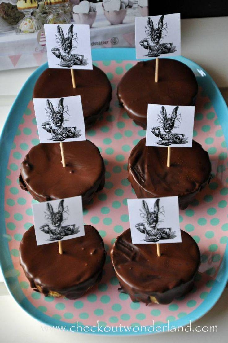 Leckere Cheesecake-Törtchen für den Osterhasen Sweet Table. Das Rezept findet ihr online: http://checkoutwonderland.com/2016/03/22/say-cheeeessssssssseee-cheesecake-toertchen/ #Ostern #wonderland #checkoutwonderland