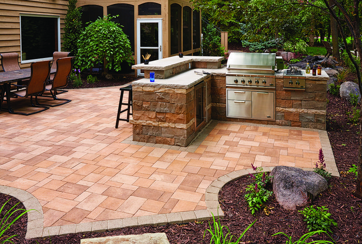 """Nice outdoor grilling area featuring the Brisa® 6"""" Freestanding Wall System."""