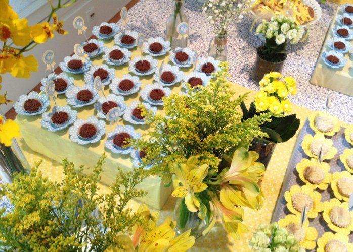 [Chá de bebê]  Amarelo e Azul - detalhe arranjos florais