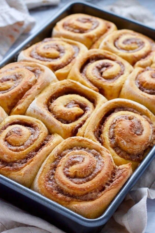 Homemade Pumpkin Cinnamon Rolls with a sweet cream cheese icing that can be froz…