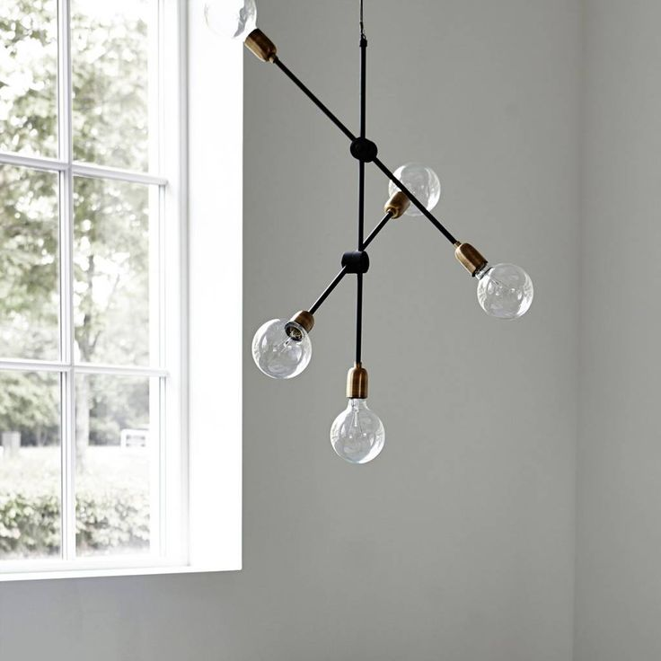 Voilà une belle lampe! Le modèle scandinave de House Doctor est une image. brille moléculaire dans chaque chambre. La lampe est en fer avec un revêtement no
