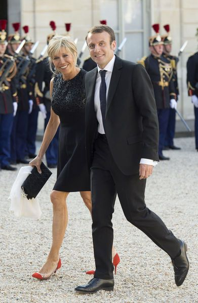 A la Une de Paris Match cette semaine, Emmanuel Macron et son épouse Brigitte se dévoilent. Rares devant les objectifs des photographes, ils ont néanm...