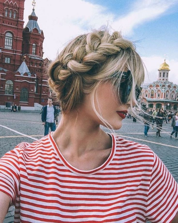 Barefoot Blonde Amber Fillerup in Moscow, Russia